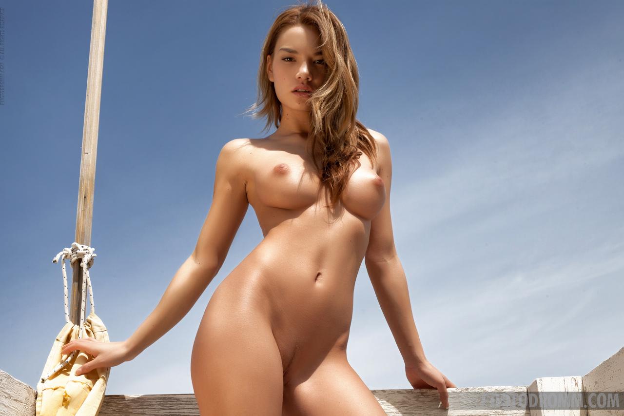 Подборка голых девушек на телефон — img 7
