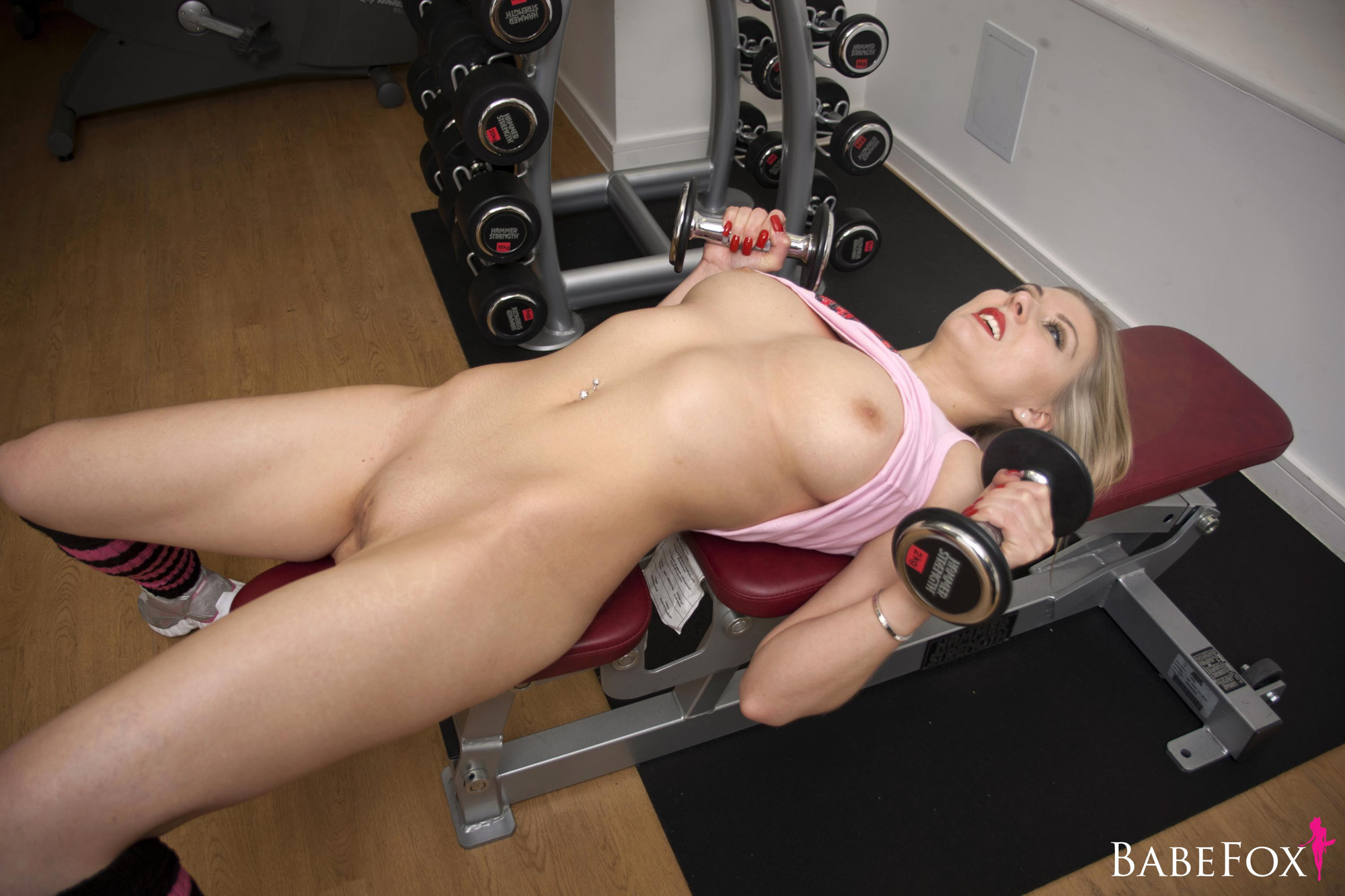 Gym nude blonde — pic 2